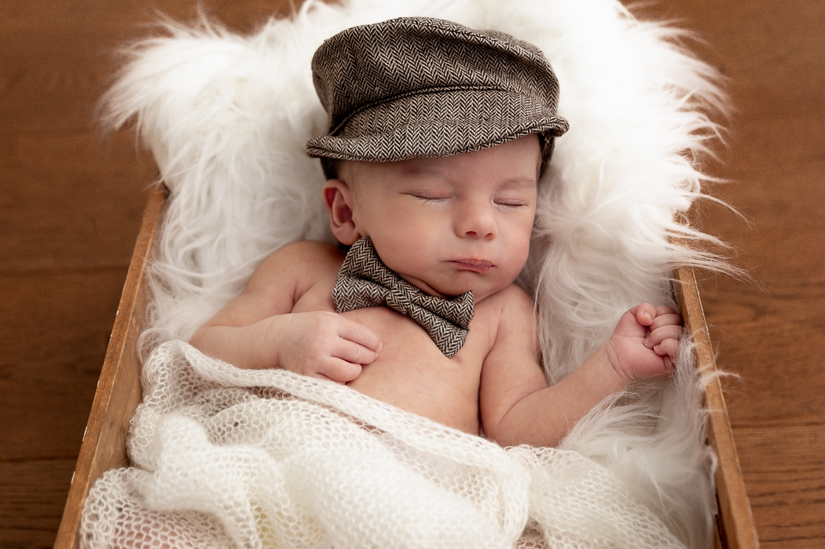 Have you considered using a baby box for your newborn baby? Tooting photographer