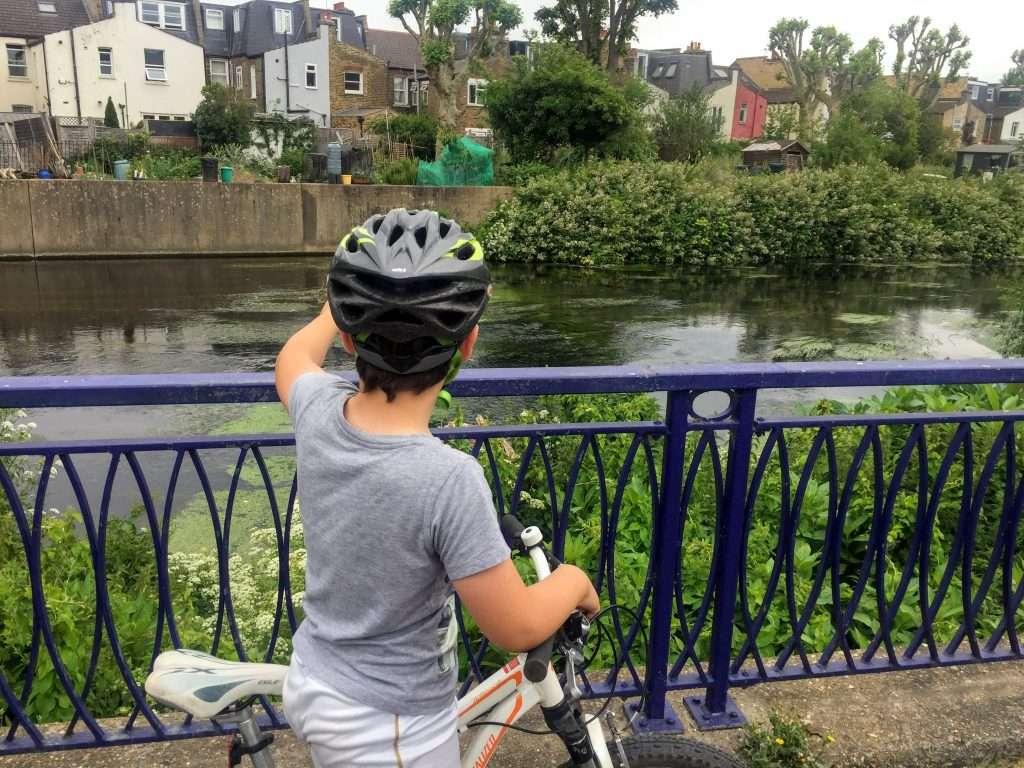 Wandle Trail Wandsworth, cycling on bikes.